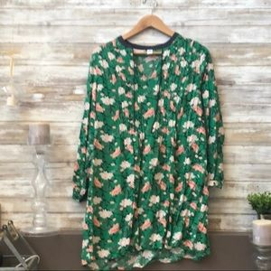 Old Navy v-neck tie Floral Tunic with pleats green